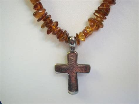 n0935 retired silpada chip cross necklace