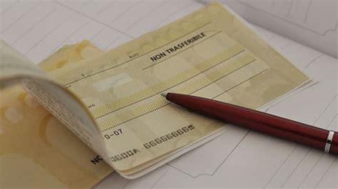 ufficio postale corso meridionale napoli tenta l incasso di un assegno con documento falso in