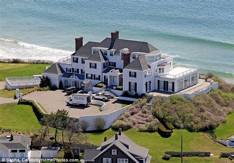 taylor swift rhode island house 30 mansions of the rich and famous stay at home mum