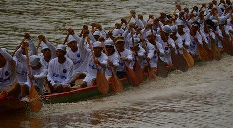 dragon boat festival vientiane boat racing festival in luang prabang explore laos