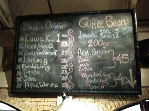 karya seniman kapur  kedai kopi gaya tempoco