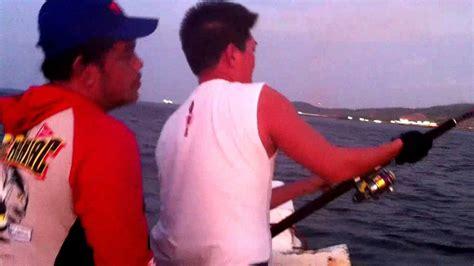 Pancing Tuna pancing mancing di pantai kuta mantap straig