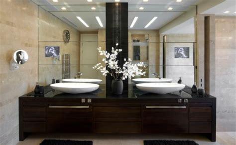 bathrooms    large mirrors