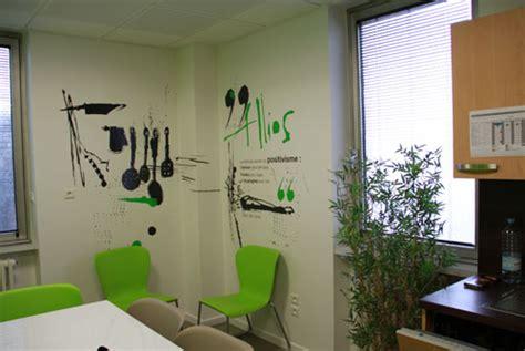 駘駑ent mural cuisine un petit espace de pause et une cuisine d