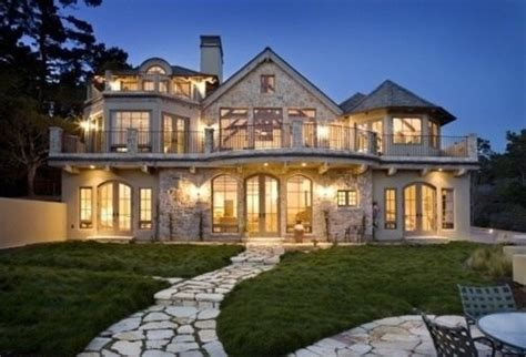when do people buy houses why do wealthy people buy mansions when they do not use