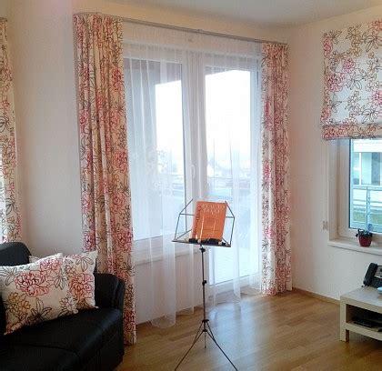 vorhänge aufhängen schlafzimmer mit arbeitsplatz einrichten