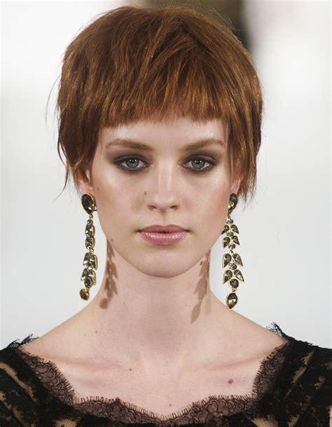Coupe Cheveux Frange by Frange Courte Cheveux Courts 20 Fa 231 Ons De Porter La