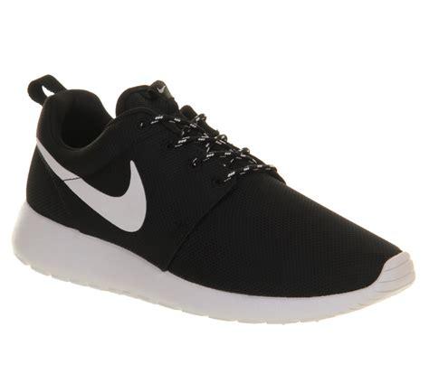 Nike Roshe Run Black White nike roshe run black white unisex sports