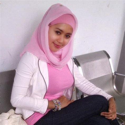 foto susu montok wanita jilbab hairstylegalleries com