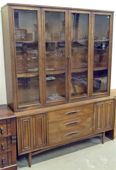 broyhill china cabinet vintage vintage broyhill china hutch