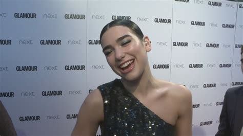 glamour awards 2017 dua lipa talks new tattoos and bruno