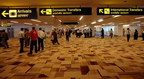 Working Mba Delhi by Mba Graduate Flees With From Delhi Airport Held