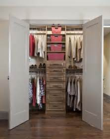 Small Organized Closet by Organizing A Small Closet Small Room Decorating Ideas