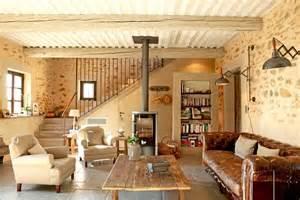 je veux le m 234 me 224 la un salon cosy avec po 234 le 224 bois