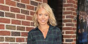 kelly ripa hair changes photos amazing celebrity hair transformations
