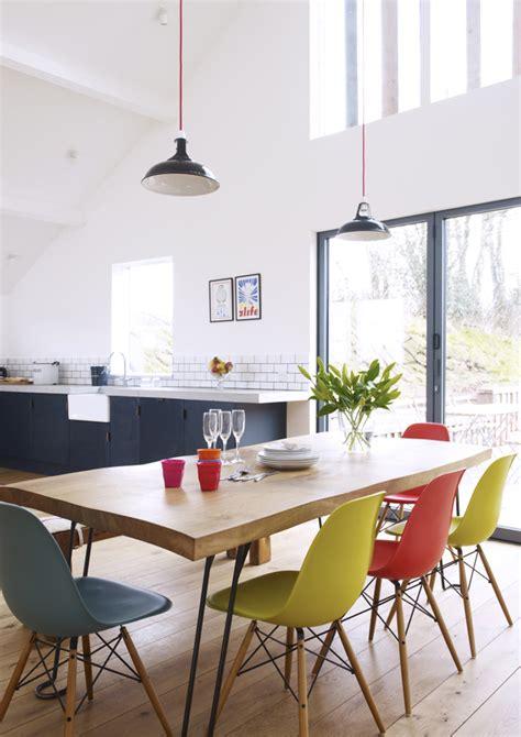 tavolo con sedie diverse sedie diverse intorno al tavolo il bello mix match