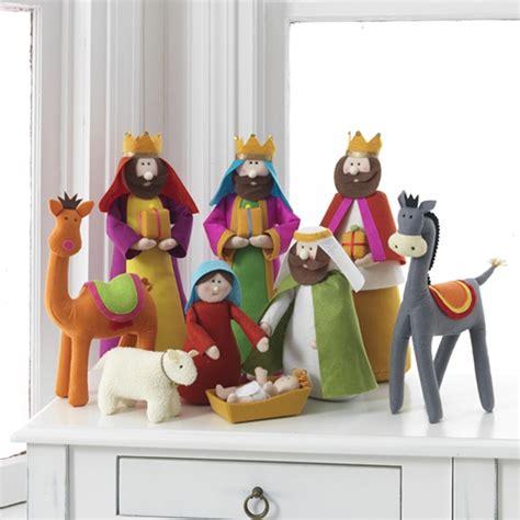 colorful fabric nativity scene  cloth novacom