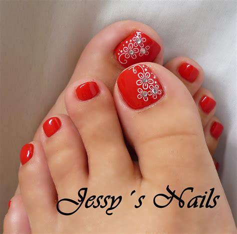 imagenes de uñas pintadas de color rojo u 241 as de los pies decoradas en color rojo y blanco nail