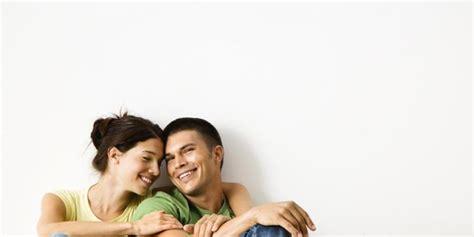 yang membuat wanita jatuh cinta kepada pria ini 6 alasan wanita lebih jatuh cinta kepada pria humoris