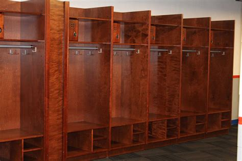 Spinde Aus Holz by Wood Sports Locker Installation South Bend Silver Hawks