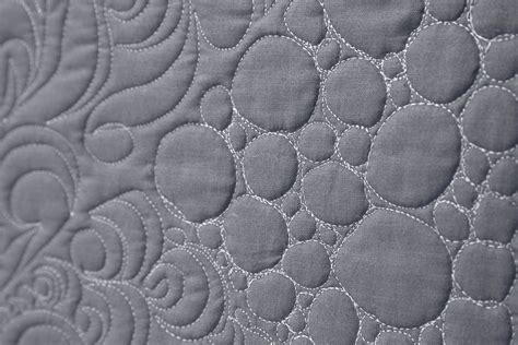 free motion quilting swirls and circles quilt addicts free motion quilting circles and pebbles man sewing