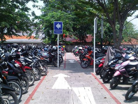 Lu Sorot Buat Sepeda Motor buat yang mau parkir motor di wisma metropolitan edo rusyanto s traffic
