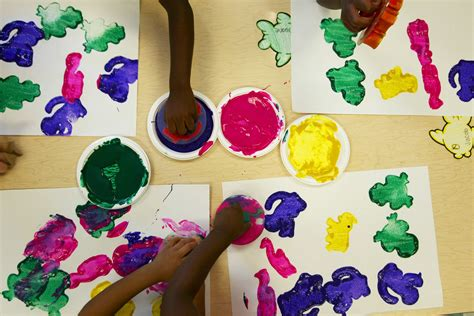 arts craft projects toddlers now this is finger painting julie devereaux