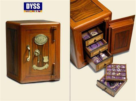 imagenes cajas fuertes 9 mejores im 225 genes sobre cajas fuertes antiguas en