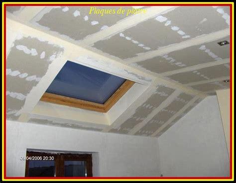 Plaque De Platre Pour Plafond by Pose Des Plaques De Pl 226 Tre Au Plafond Fin