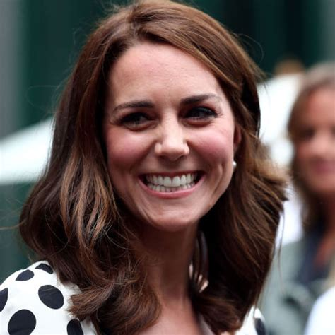 duchess kate shows off her new hairstyle picture the duchess of cambridge haircut kate middleton shows off