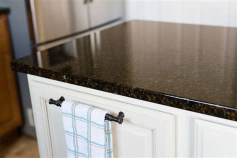 Clean Granite Countertops Without Streaks by Best 25 Clean Granite Ideas On Cleaning