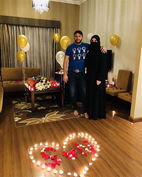 Shahid Afridi Celeb Ing His Th  Ee  Wedding Ee    Ee  Anniversary Ee