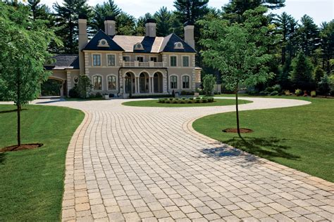 circle driveway for home on circular