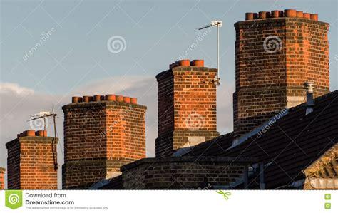 camini inglesi camini inglesi tipici della casa immagine stock immagine