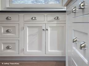 Pictures Of Kitchen Cabinets With Handles by Images Of White Kitchen Cabinets With Pulls And Knobs