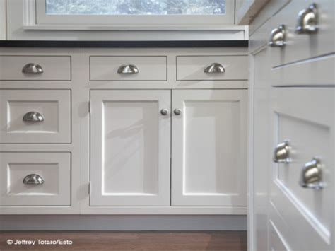 images of white kitchen cabinets with pulls and knobs - Kitchen Hardware