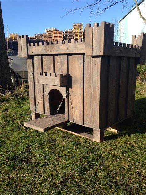 DIY Pallet Wood Dog House   99 Pallets