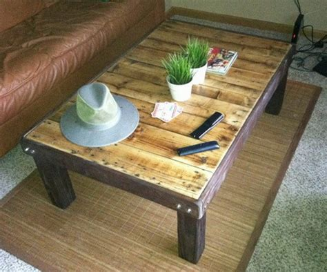 Easy Pallet Coffee Table How To Make A Coffee Table Out Of A Wooden Pallet Easy