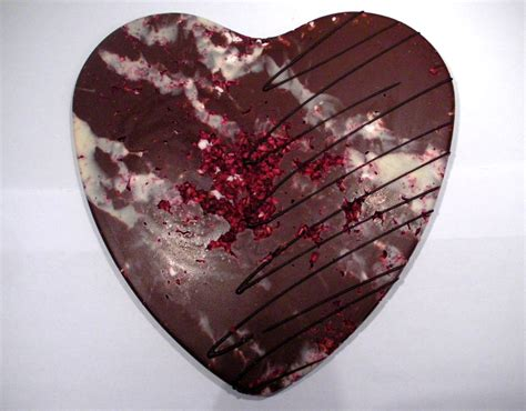 chococo raspberry pavlova milk chocolate heart review