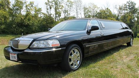 limo town car service lincoln town car limo
