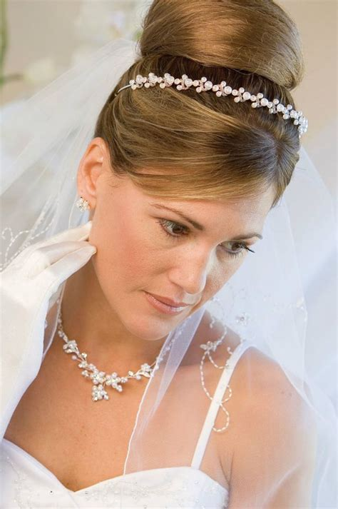 wedding hair with small veil wedding hairstyle with tiara