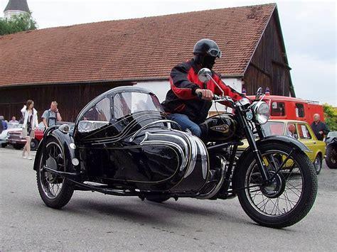 Puch Motorrad Mit Beiwagen by Ariel Mit Beiwagen Erreicht Die Oldtimerveranstaltung In