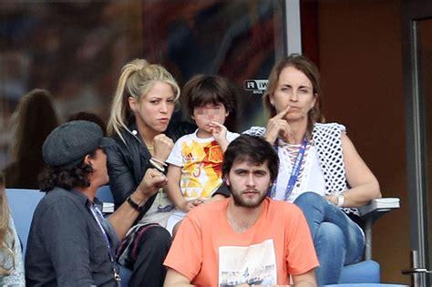 shakira y sus hijos fotos biografia shakira pasa momentos de angustia con su hijo colima