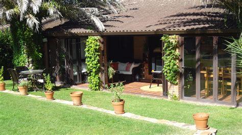 porche jardin porche jardin estilo mediterraneo color verde marron