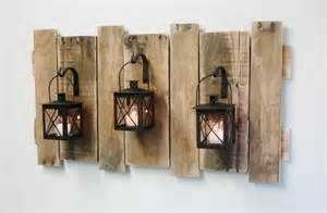 farmhouse style pallet wall decor with lanterns