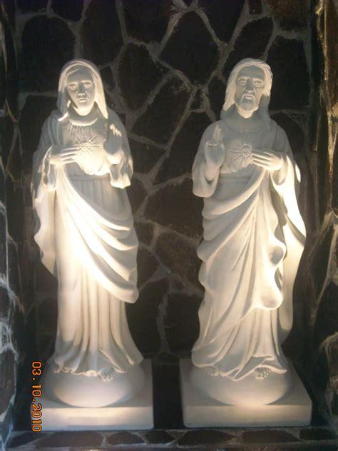 pahatan patung larissa patung sepasang hati kudus