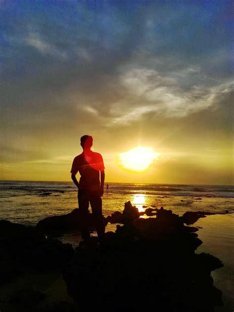 keindahan wisata alam pantai sawarna  bayah banten