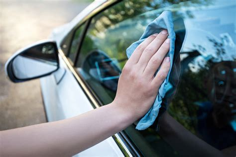 Clean Car Auto Polieren by How To Clean And Protect Your Car S Windshield Right From