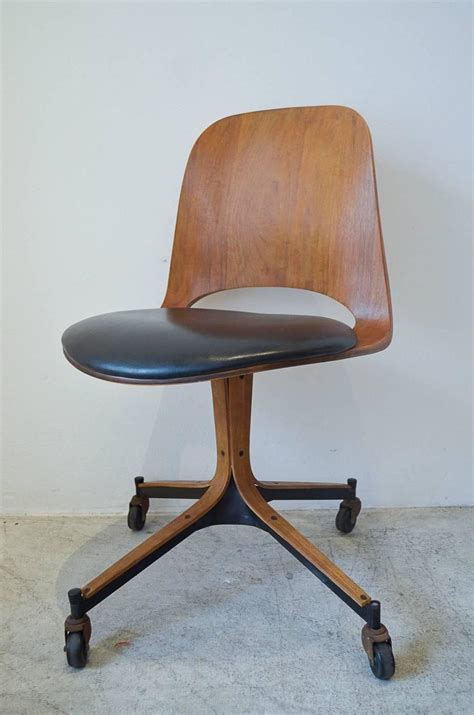 swivel desk chairs for swivel desk chair by george mulhauser for plycraft at 1stdibs