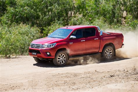 toyota usa 2016 2016 toyota hilux first drive ignitionlive